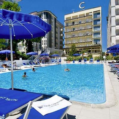 Hotel piscina cattolica alberghi con piscina a cattolica for Caravelle piscine